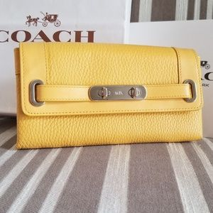 New Coach Canary Pebble Leather Swagger Wallet